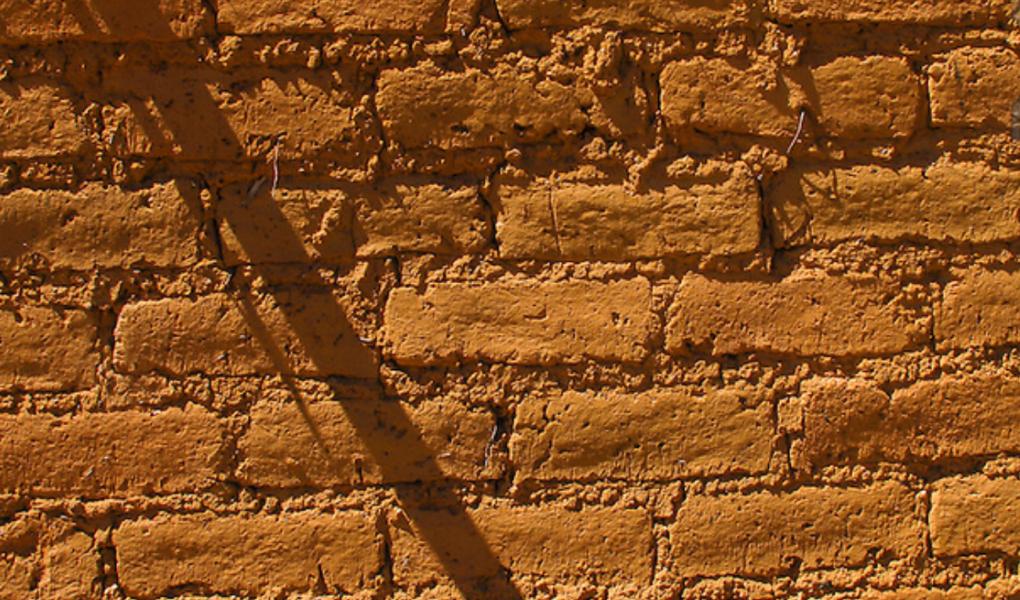 Adobe Original, feito com terra crua.
