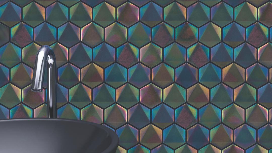 Na parede: revestimento Malla Neon da Roca 30X34.6cm