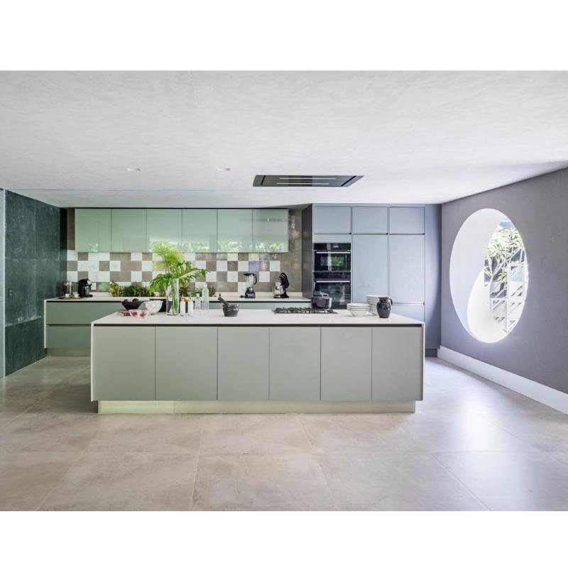 Espaço com revestimentos Patch Glass e Concreto Aparente Decortiles por Dora e Giovanini Lettieri